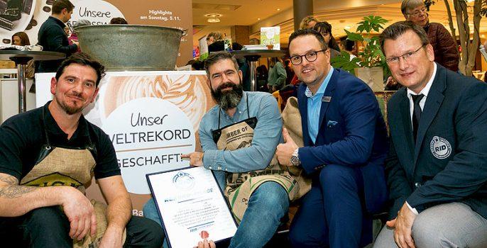 hamburger einkaufszentrum mit latte art weltrekord rekord institut f r deutschland. Black Bedroom Furniture Sets. Home Design Ideas